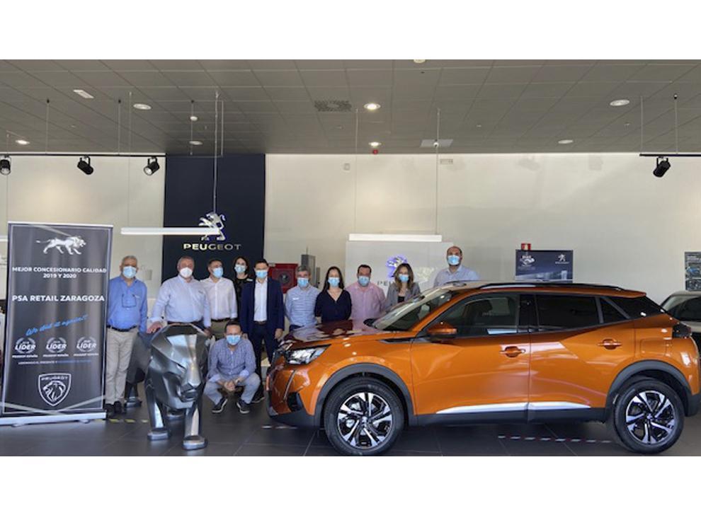 Equipo comercial del concesionario Peugeot PSA Retail Zaragoza nuevo