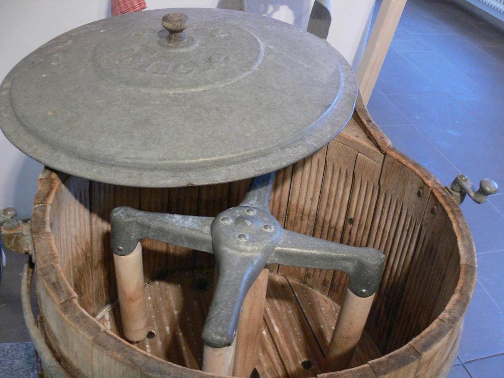 Interior de una de las primeras lavadoras Miele en la que se puede apreciar el agitador