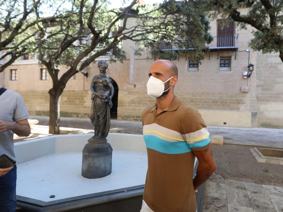 Mikel Rico, este jueves en la plaza de la Catedral de Huesca.