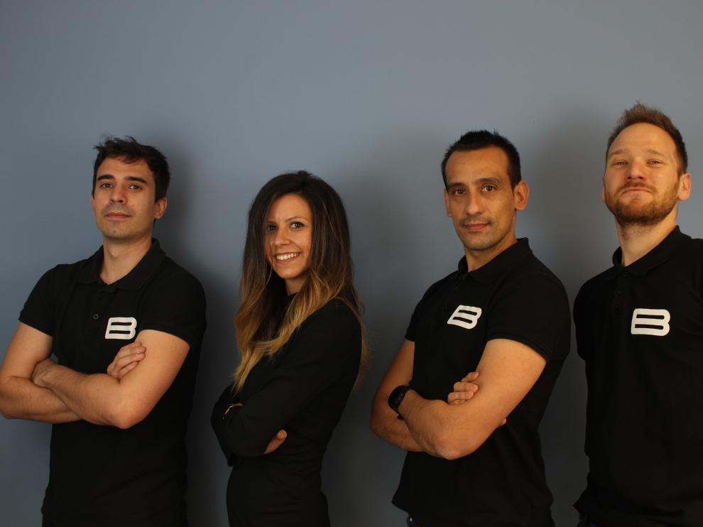 Alberto Franco, Laura Ballester, Javier Salvador, Luis Esteve. Bikone ha tenido un buen respaldo con una subvención del CDTI y ahora con Itainnova. Salvador confía en que a finales de años seas seis los miembros del equipo de la empresa.