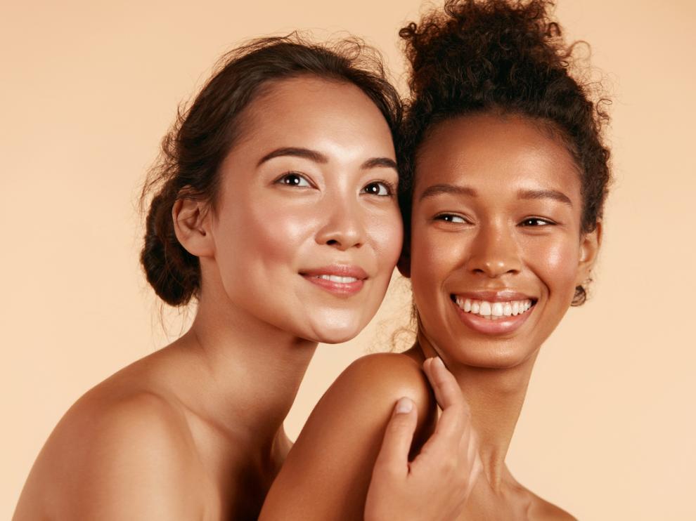 Mujeres luciendo una piel perfecta sin importar el color
