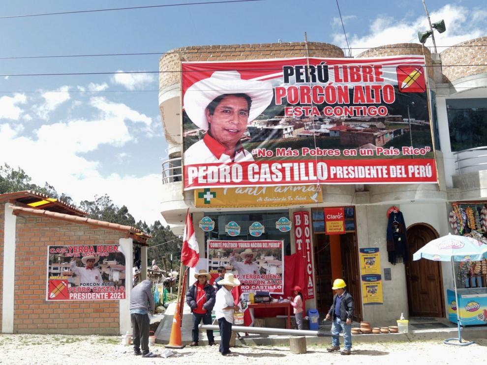 Propaganda electoral en una calle de Cajamarca, en Perú.