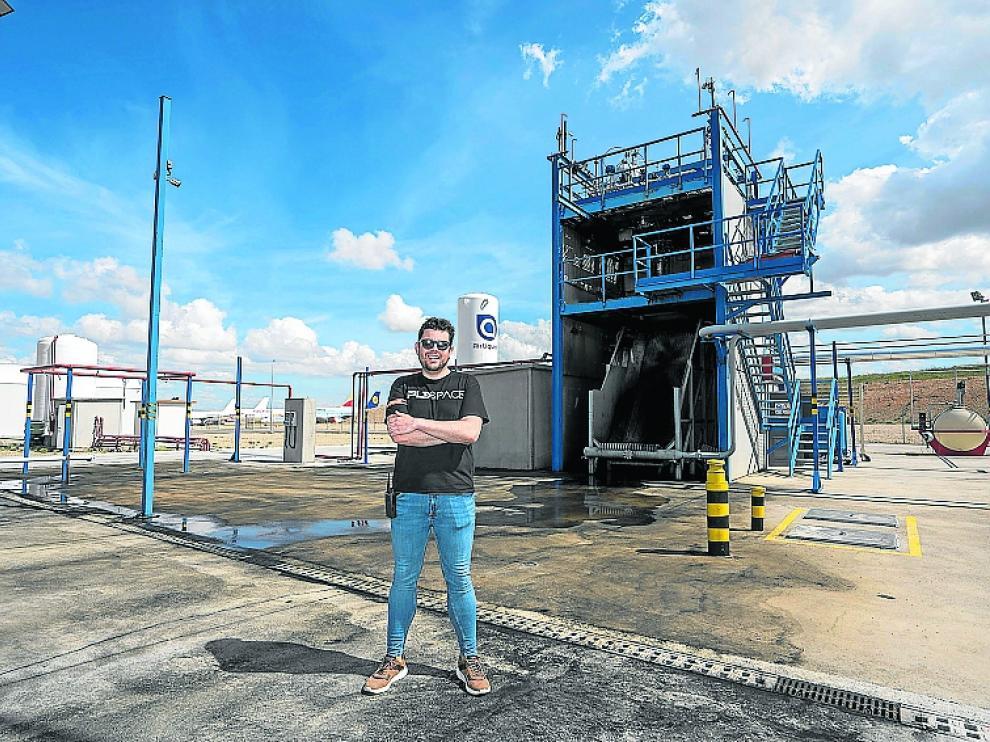 Raúl Torres, socio de PLD, en el banco de pruebas del aeropuerto