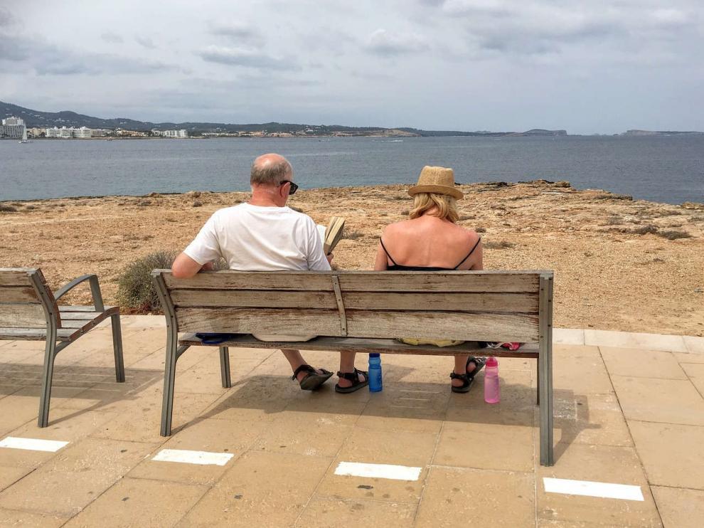 Una pareja de vacaciones en Ibiza