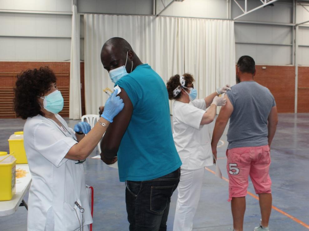 Vacunación de temporeros el viernes por la tarde en el pabellón polideportivo de Zaidín.