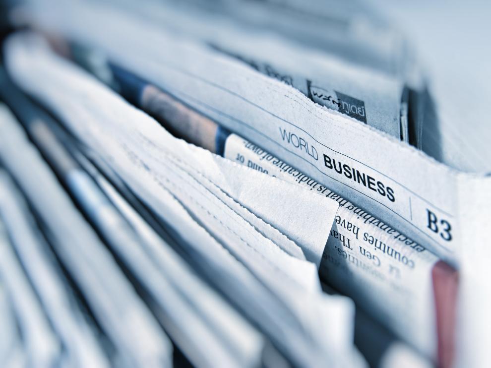 Imagen de archivo de varios periódicos.