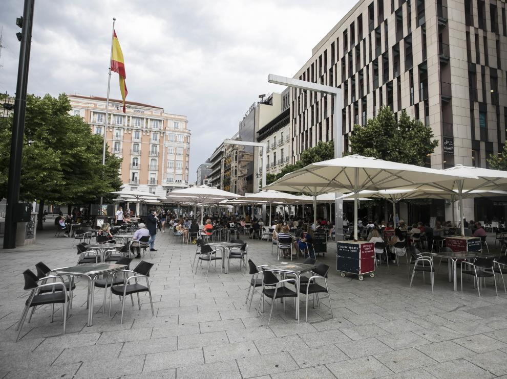 Las terrazas de la plaza España van recuperando parte de su afluencia.