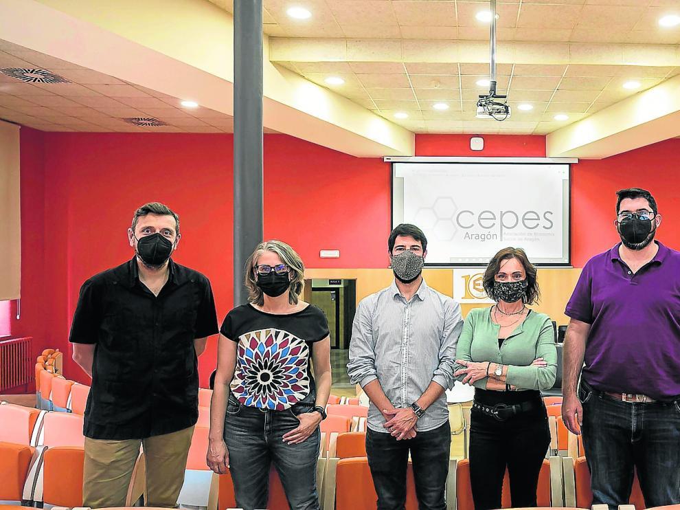 Arturo Sancho, Pilar Monzón, Adrián Serrano, Marisa Esteve, Millán Díaz Foncea y Magdalena Sancho, integrantes de la Asociación de Economía Social de Aragón.