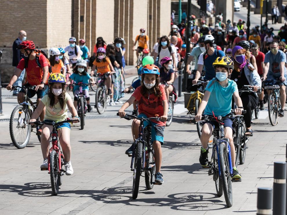 Bicicleta escolar para promover los desplazamientos de niños en bici por Zaragoza.