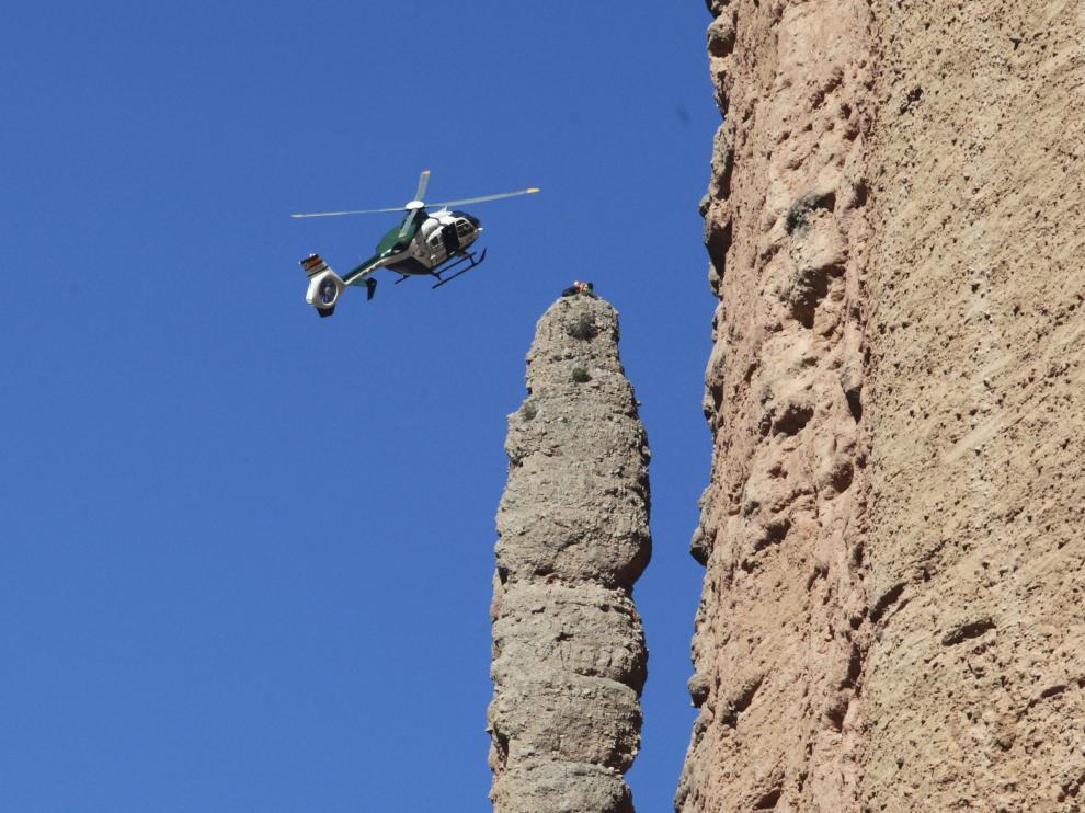 El escalador fue rescatado en los Mallos de Riglos. En la foto, el helicóptero de la Guardia Civil, en una imagen de archivo.