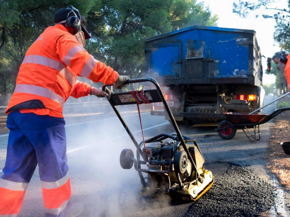 Las intervenciones en los caminos se realizan al margen de la operación asfalto, que también llegará a estos barrios.
