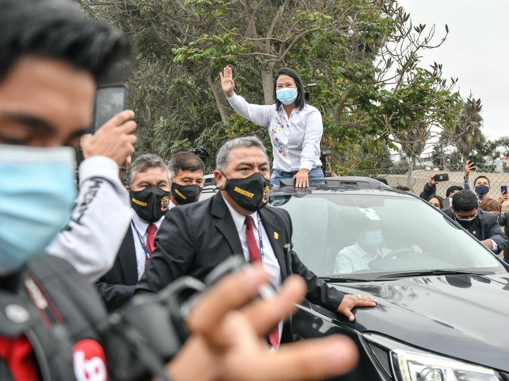 Keiko Fujimori a su llegada a un colegio electoral