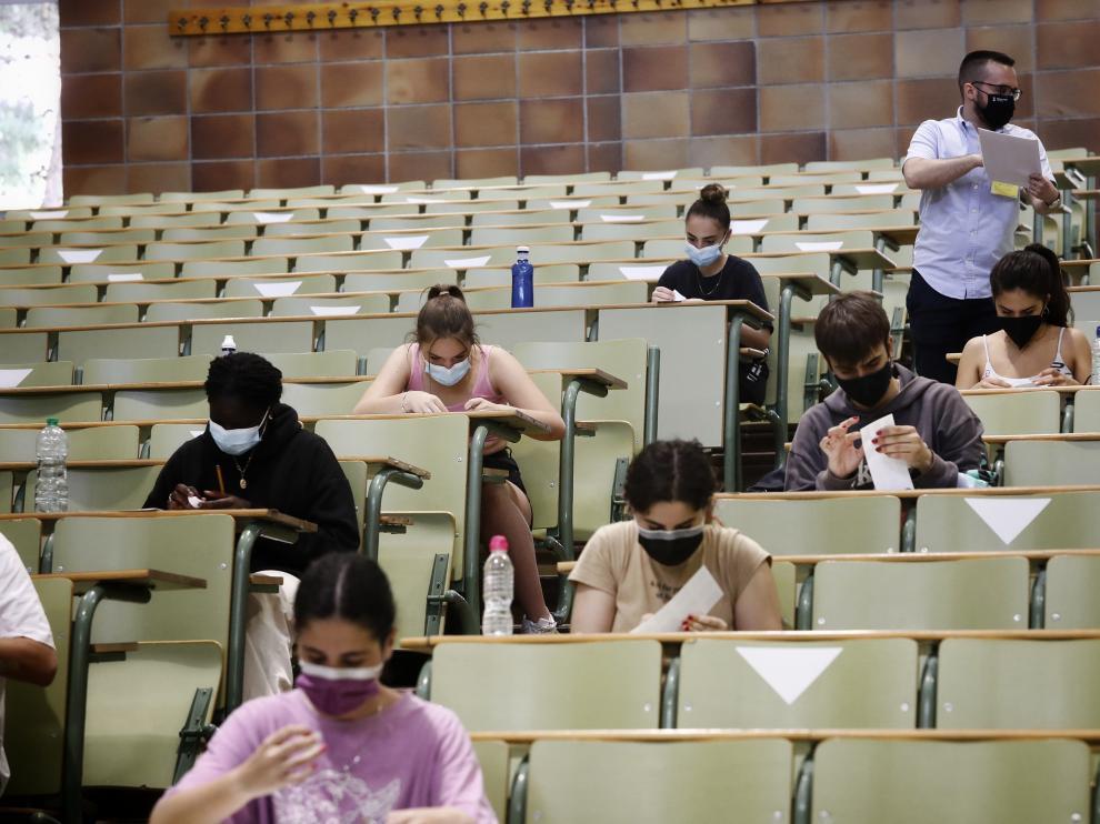 Comienza la Evau en el salón de grados de la Facultad de Derecho del Campus de San Francisco.