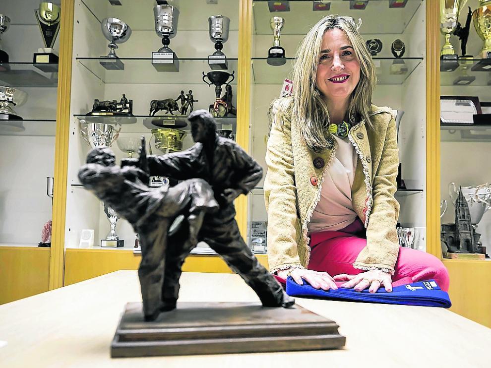 Ana Claveras, en la sede de la Federación Aragonesa de Kárate.