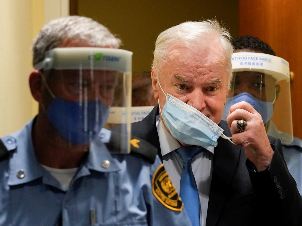 El exlíder serbobosnio Ratko Mladic, a su llegada al tribunal de La Haya, este martes