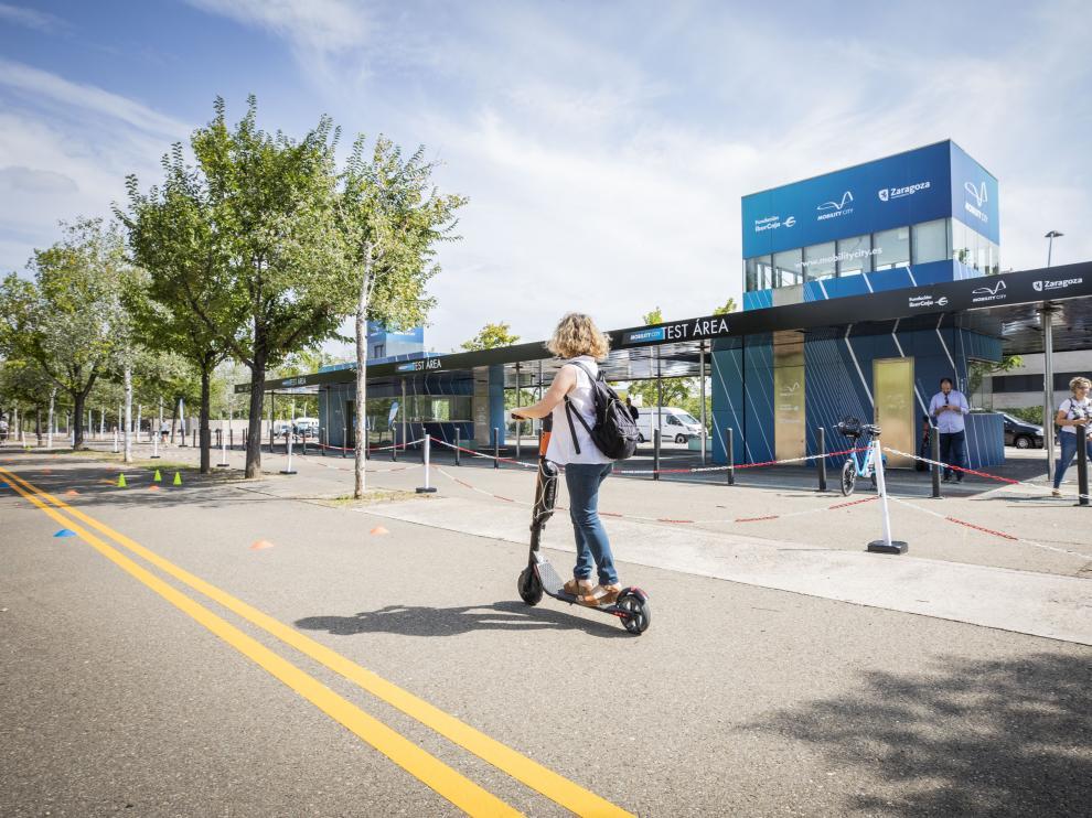 Fundación Ibercaja promueve una jornada de educación vial sobre patinetes.