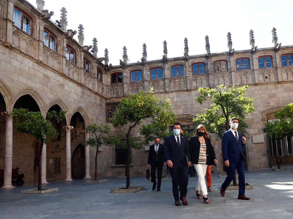 Pere Aragonès, acompañado por varios consejeros en la sede de la Generalitat