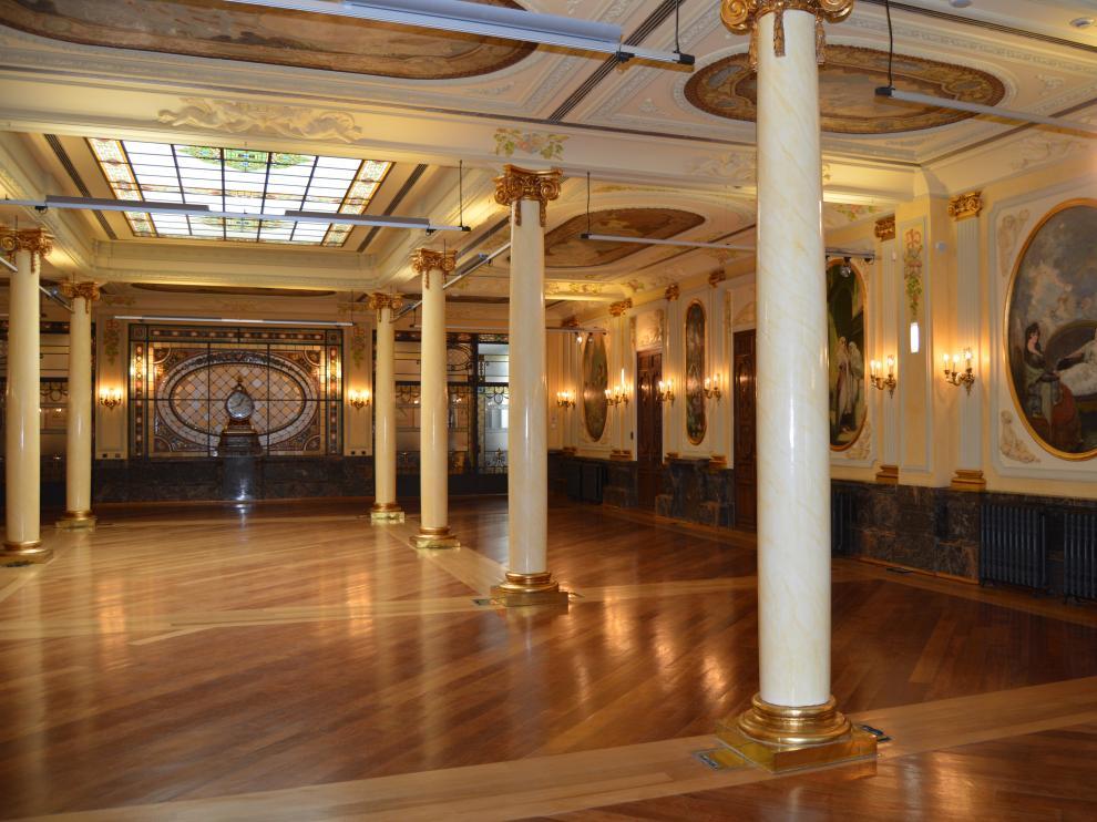 En la imagen, Salón de Columnas del Edificio Caja Rural.