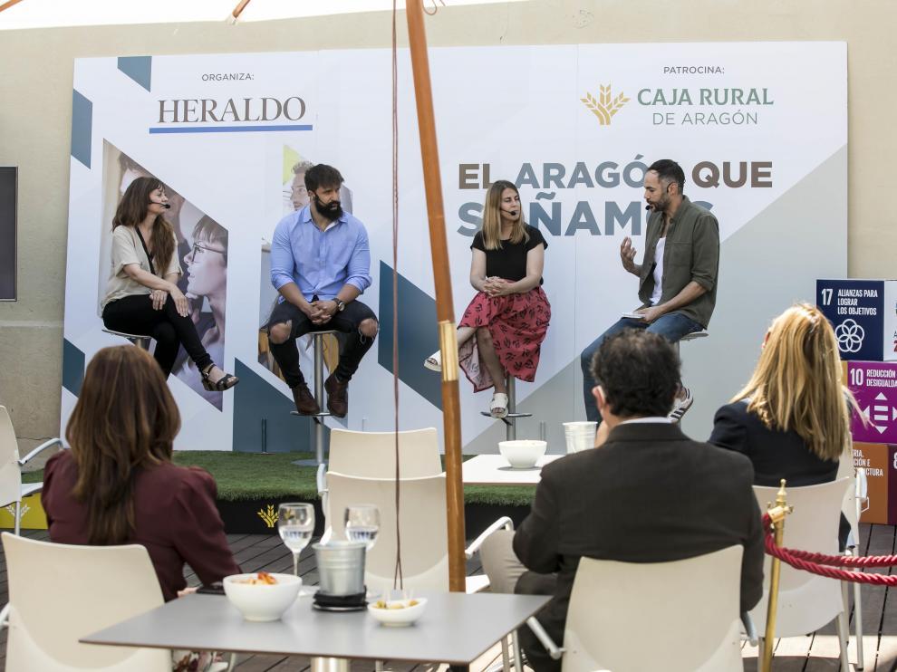 Lorena Cosba, Sergio Royo, Cristina Hidalgo y Christian Peribáñez, ayer en la azotea de Caja Rural.