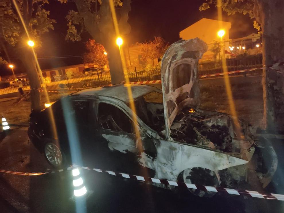 Estado en que quedó el coche del parricida tras el incendio.
