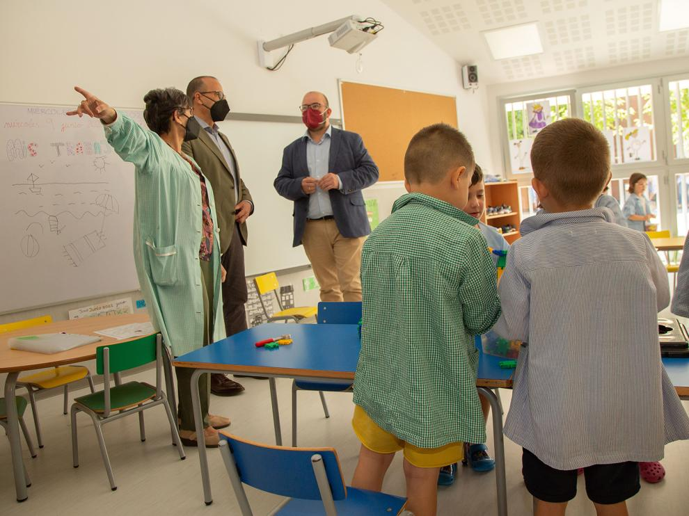 Visita de Felipe Faci al colegio de Cariñena