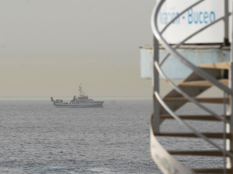 El barco oceanográfico sigue rastreando los fondos marinos de Tenerife en busca de pistas sobre las niñas desaparecidas
