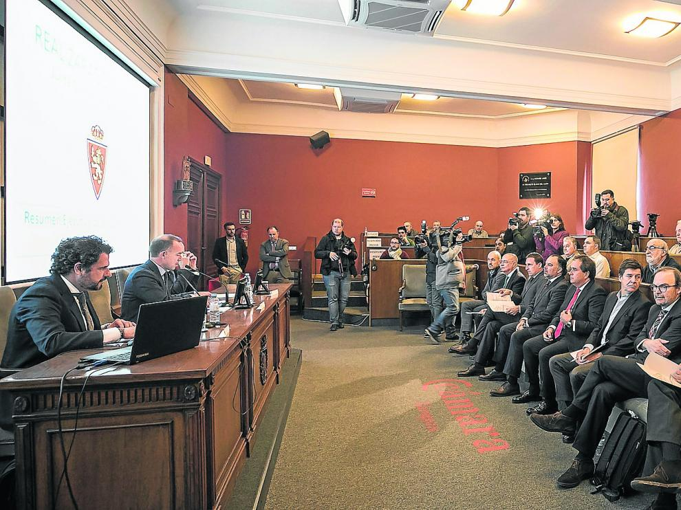 Reunión de la Junta de Accionistas del Real Zaragoza poco antes de declararse la pandemia, en diciembre de 2019.