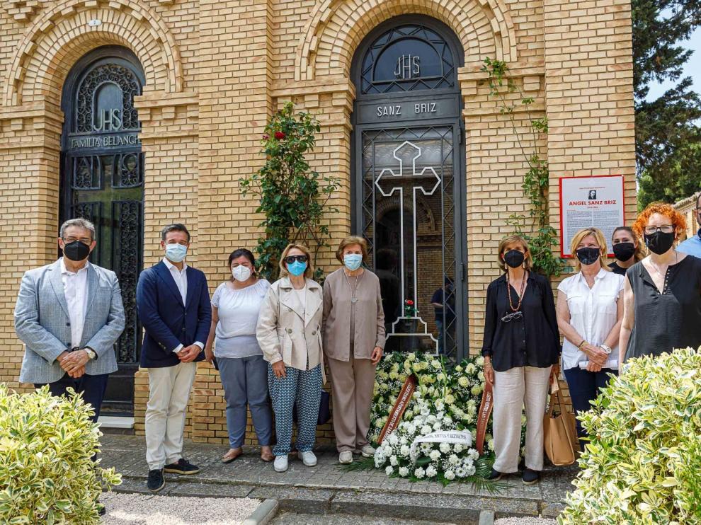 Ofrenda floral en recuerdo al diplomático aragonés Ángel Sanz Briz.