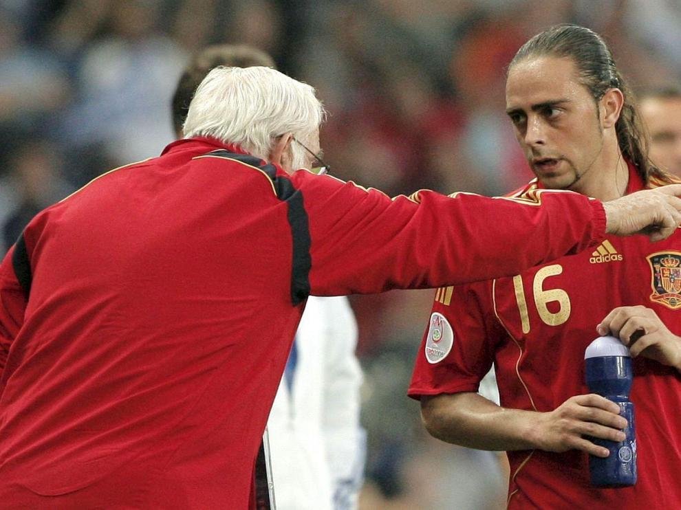 Sergio García recibe indicaciones de Luis Aragonés en la Euro 2008