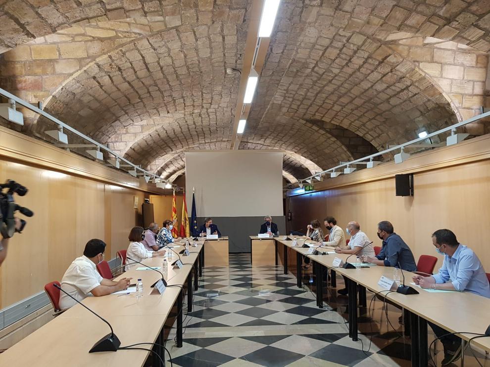 El consejero de Vertebración del Territorio, José Luis Soro, se ha reunido este lunes con diez alcaldes afectados por el recorte de los servicios ferroviarios regionales.