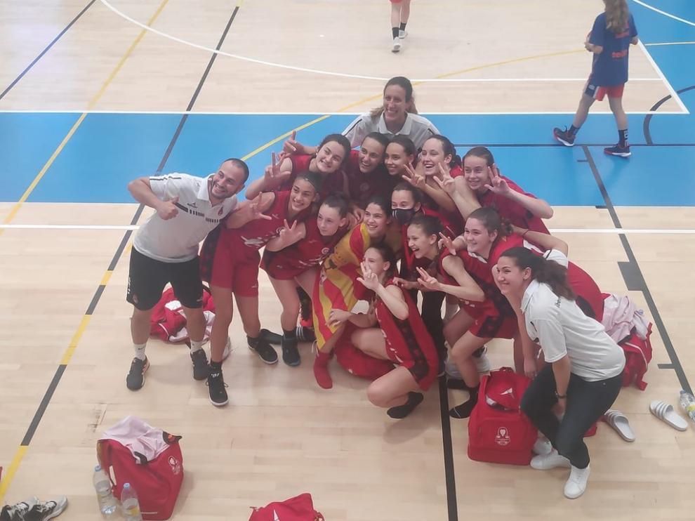 El Infantil A del Casademont, celebrando el bronce del Campeonato de España.