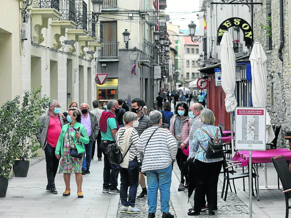 Animación en las calles de Jaca, este sábado por la tarde.