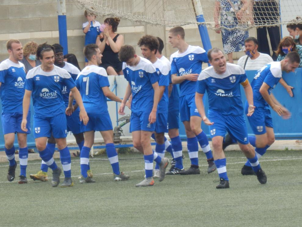 Los jugadores del Giner Torrero celebran uno de los goles.