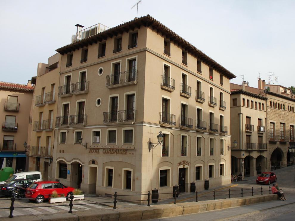 El Hotel Guadalope, en la plaza de España de Alcañiz, se abrió en 1968