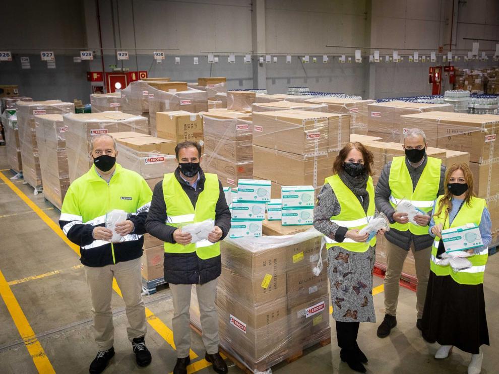 Acto de entrega de las mascarillas de Eroski al equipo de Gobierno del Ayuntamiento de Zaragoza.