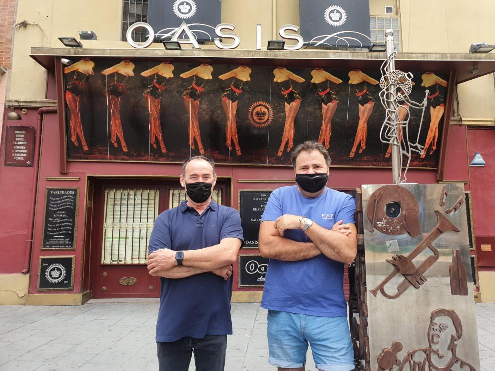Alfonso Cabeza y Mario Montañés, gerentes de la mítica Sala Oasis de Zaragoza, que reabre este sábado.