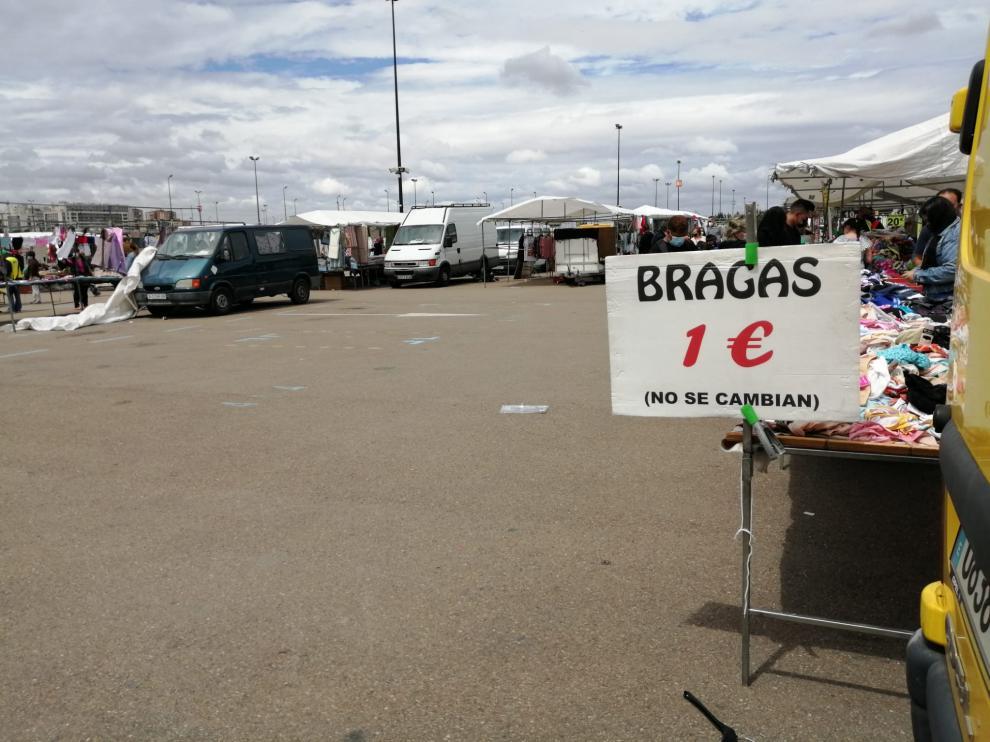 Estampa del mercado ambulante de Zaragoza este miércoles.