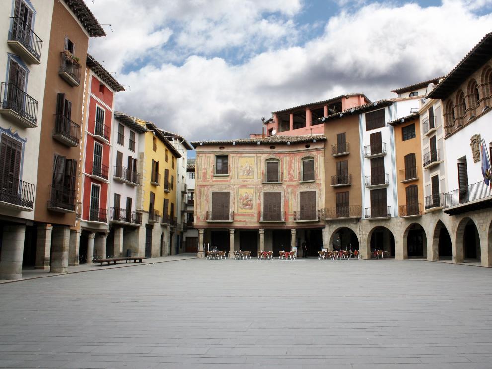 La plaza Mayor de Graus es uno de los reclamos turísticos de la localidad.