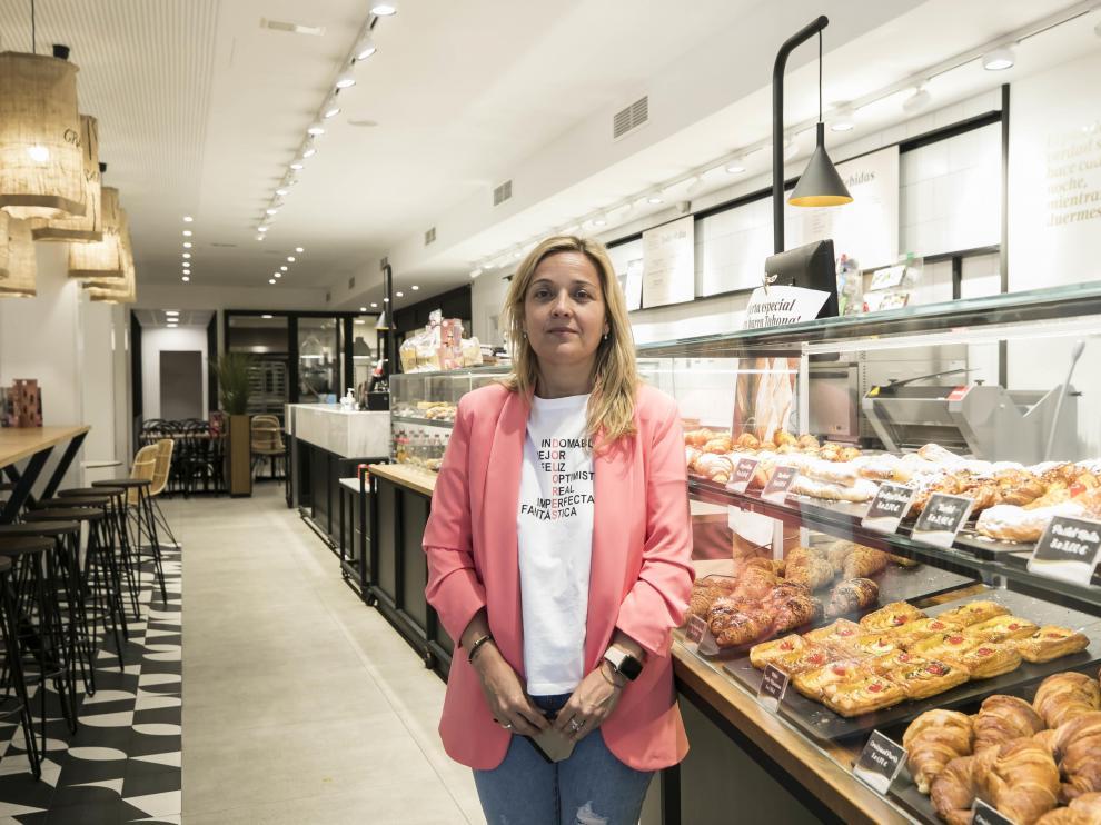 Sandra Sanz, propietaria de una cafetería-panadería que sufrió recientemente un robo a punta de cuchillo.