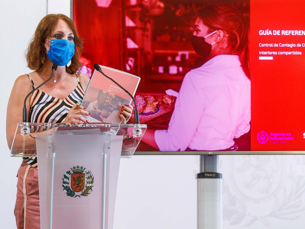 La concejal de Economía, Carmen Herrarte, durante la presentación de la Guía de Referencia Covid.