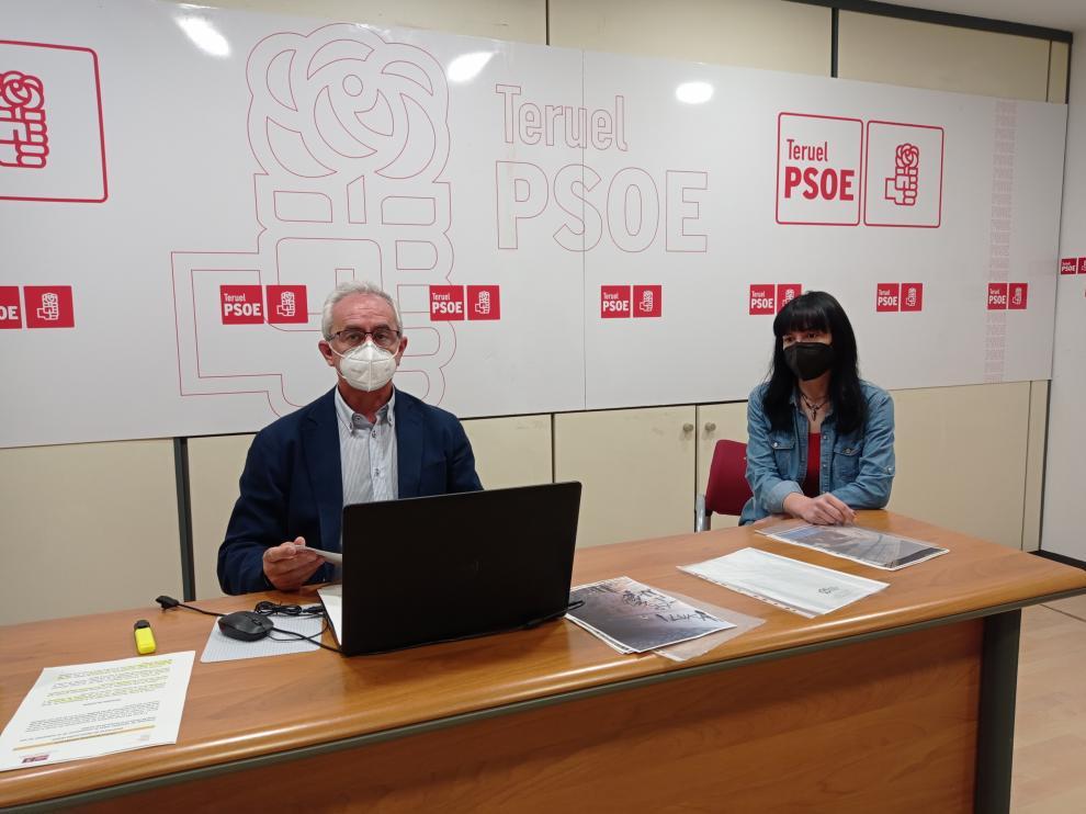 El portavoz del PSOE, Samuel Morón, y la concejal Sara Torres.