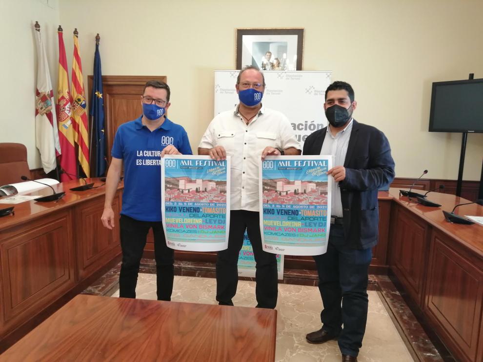 Leo Tena, Hugo Arquímedes Ríos y Diego Piñeiro, muestran el cartel de la tercera edición del MIL Festival.