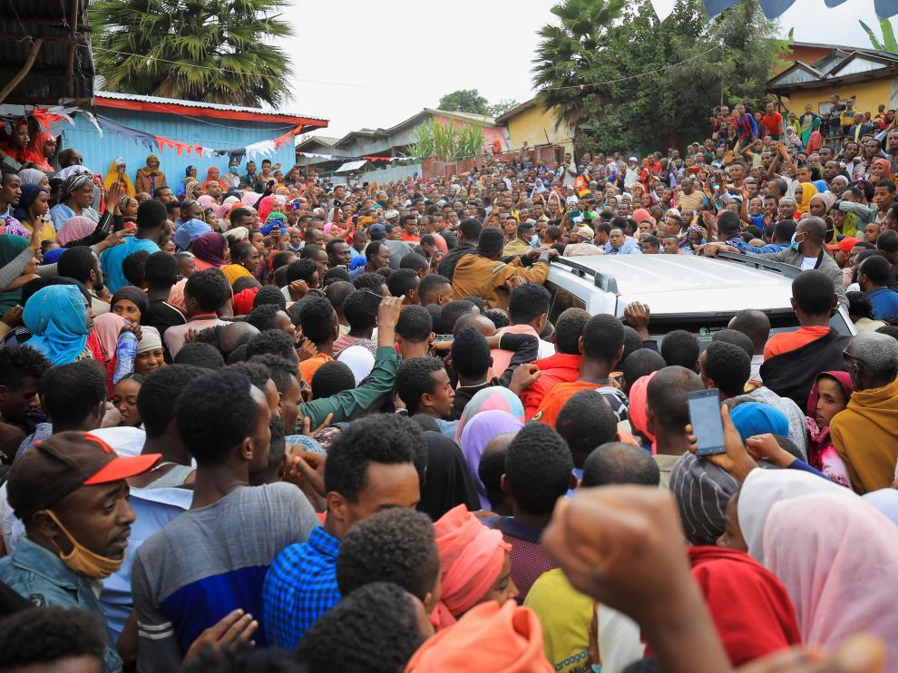 Imagen de archivo del presidente de Etiopía, Abiy Ahmed, a su llegada en coche a los pasados comicios celebrados el 21 de junio.