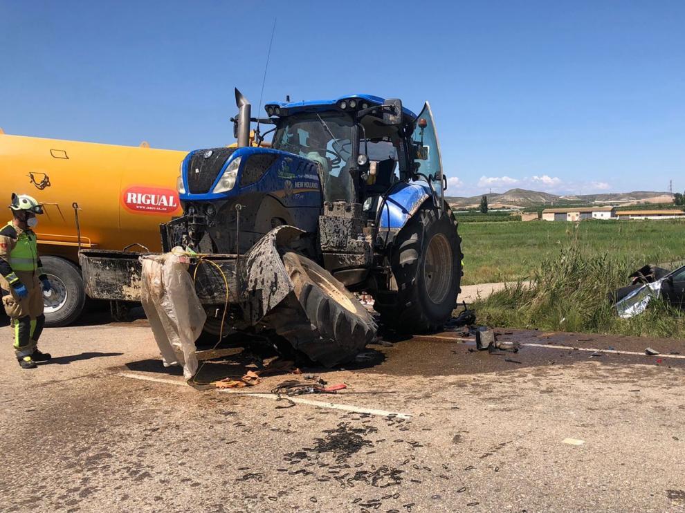 Accidente entre el tractor y el vehículo en la A-122
