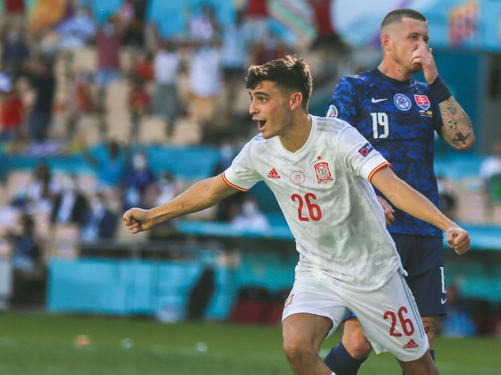 Pedri celebra su gol durante el partido de España-Eslovaquia.