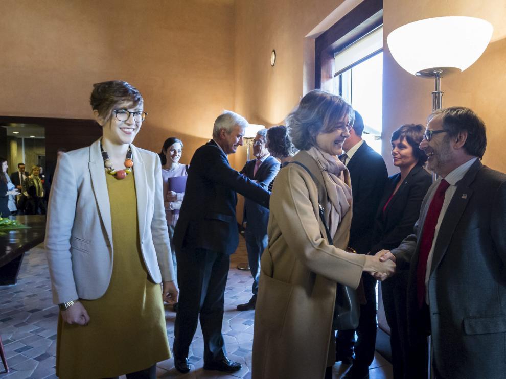 La ministra Tejerina y la entonces presidenta de las Cortes, Violeta Barba, en la última comisión mixta de seguimiento