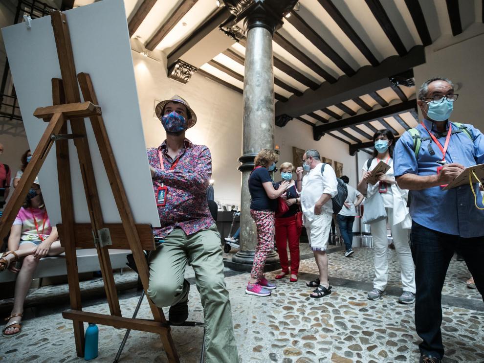 El francés Lapin (con atril), en acción en el Museo Pablo Gargallo junto a otros cuadernistas.