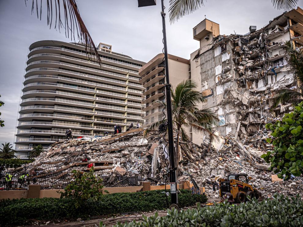Más de 36 horas después del derrumbe, faltan respuestas