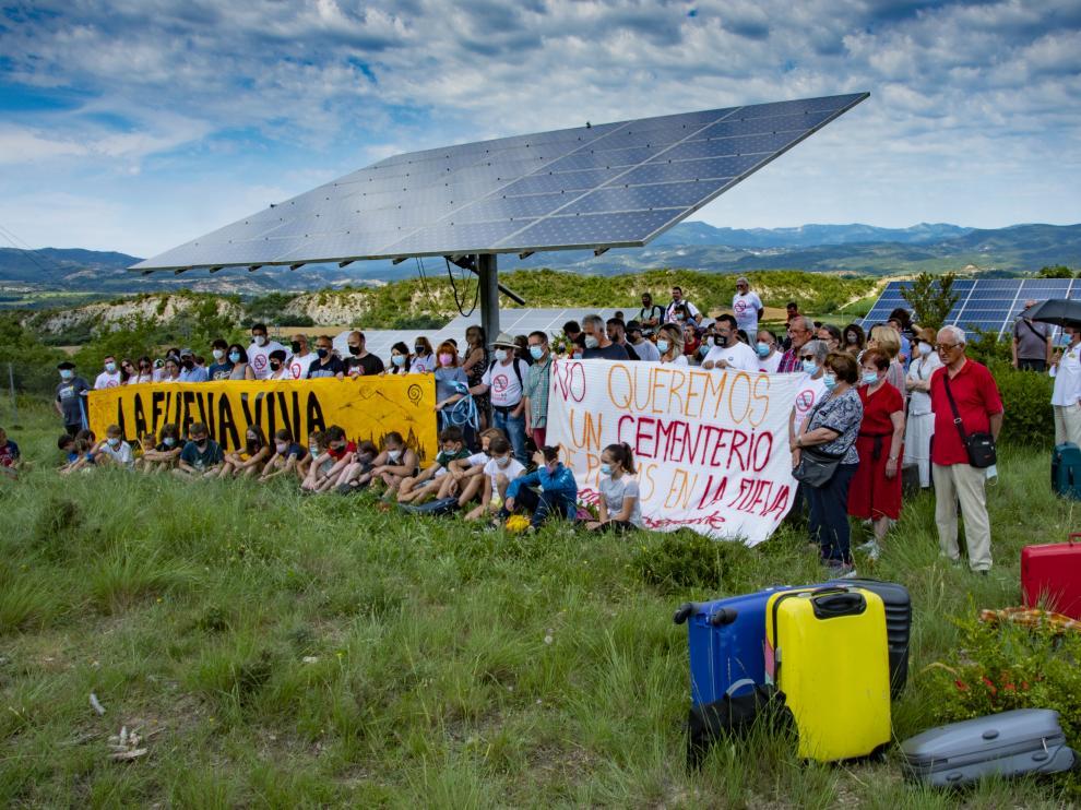 Protesta de los vecinos de La Fueva contra los macroparques fotovoltaicos.