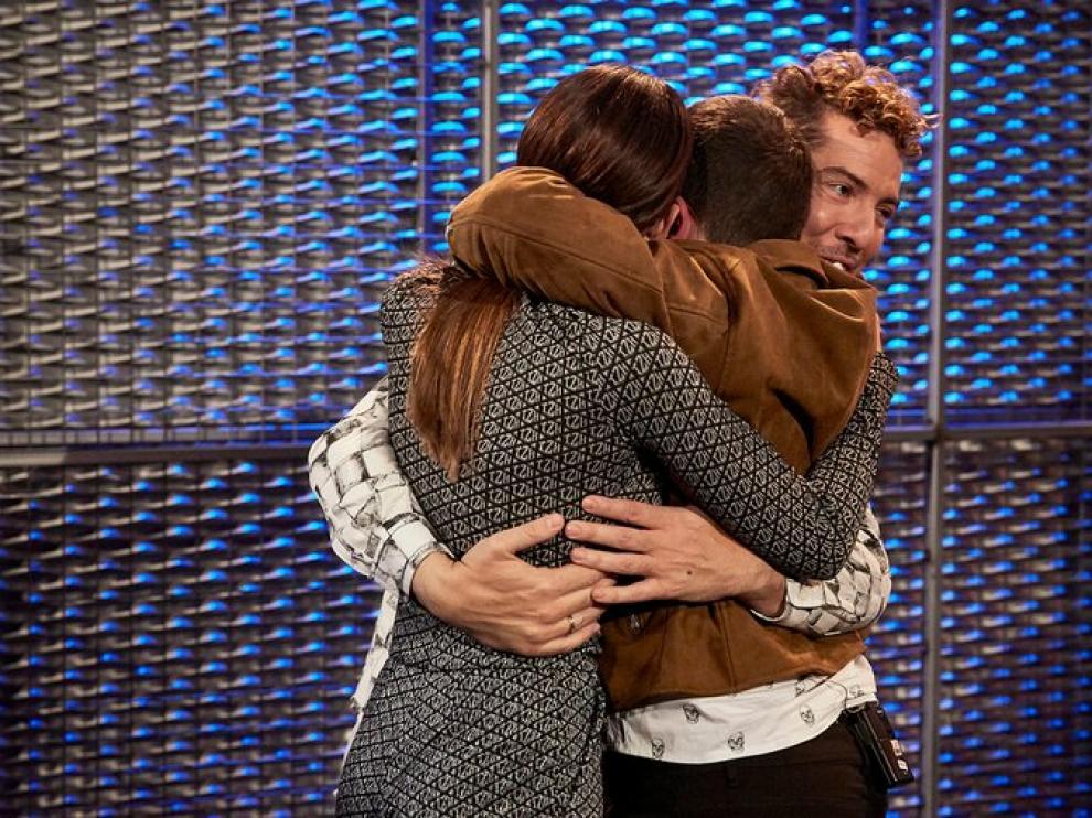 Xoel abrazado a Aitana y David Bisbal